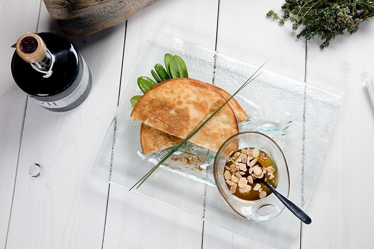 Sfakiani Pita: the aromas and tastes of Crete in one heavenly pie
